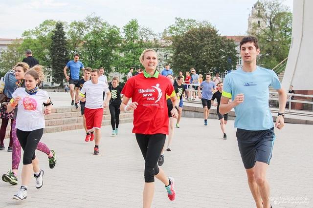 Bėgikai sostinės gatvėmis kviečia prisijunti