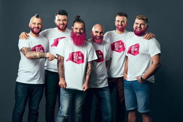 Siekdami atkreipti dėmėsį į krūties vėžį, kauniečiai nusidažė barzdas