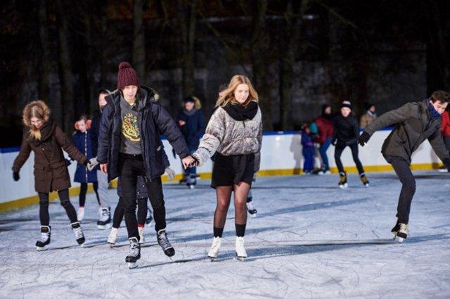 Kaune atidaroma lauko čiuožykla.