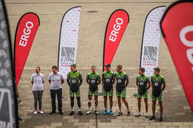 """""""Staki–Baltik vairas"""" profesionalai susitiko su dviratininkais mėgėjais"""