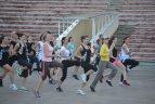 """Vilniuje įvyko pirmoji rugpjūtį vyksiančio naktinio moterų bėgimo """"We own the night"""" treniruotė."""