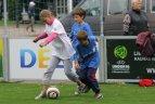 """Viena iš Europos U-19 futbolo čempionato pramogų - """"Atostogauk su futbolu""""."""