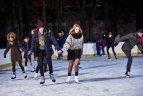 Kaune po atviru dangumi atidaryta milžiniška čiuožykla